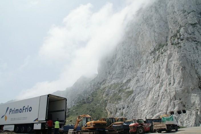 Camión Primafrio en Acantilado
