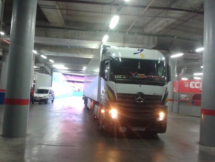 Camión Primafrio en parking de estadio Benfica
