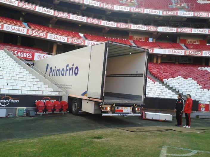Camión frigorífico en el Estadio de Benfica