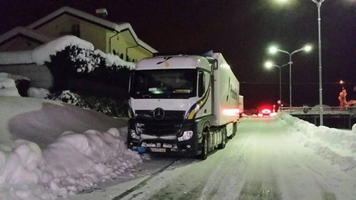 Camión de Primafrio carretera con nieve